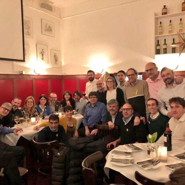 sopar-puigdemont-jxcat-berlin-twitter-juntsxcat_1_630x630