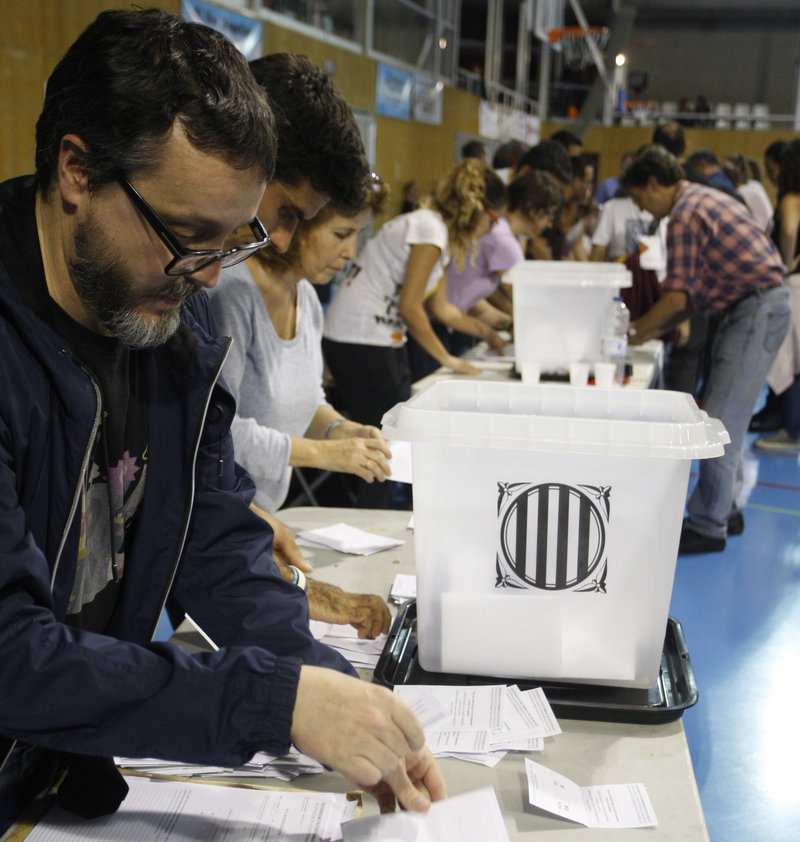 #REFERENDUM1OCT. Pavelló Santa Eugènia recompte de vots