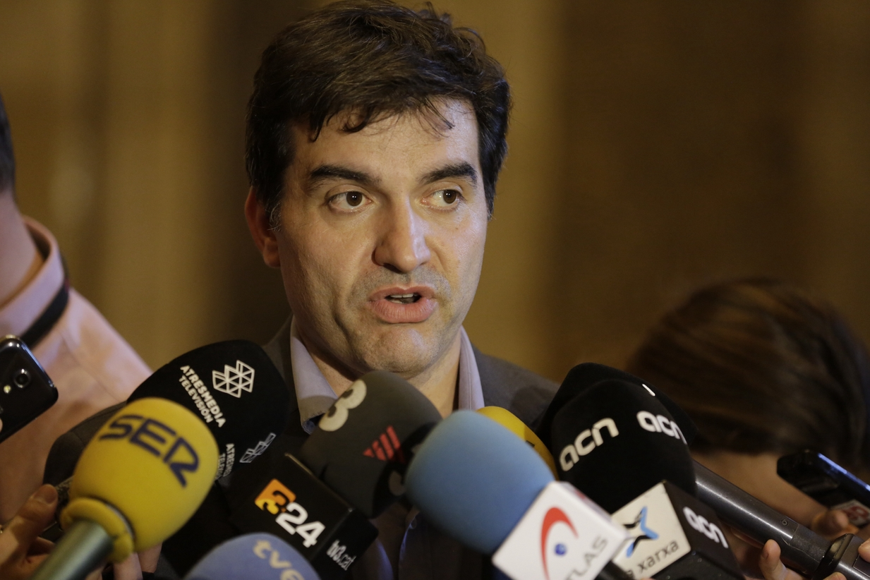 sergi-sabria-parlament-manolo-garcia_1377472486_23905361_1233x822
